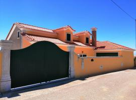 D´YELLOW HOUSE - Beach and Countryside, hotel near Dino Park Lourinha, Carqueja