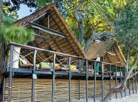 Ichingo Chobe River Lodge, luxury tent in Punga