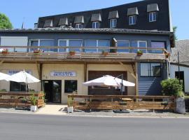 Hotel du Lac - Au Bord du Lac, hôtel à La Tour-d'Auvergne