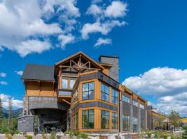 Malcolm Hotel by CLIQUE, hotel em Canmore