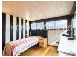 Habitación ático muy luminosa con baño y terraza, bed and breakfast en Valencia