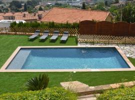 Villa ZEN, hotel con piscina en Saint-Laurent-du-Var