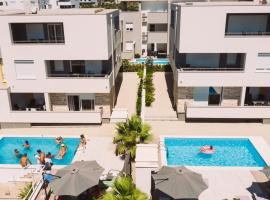 Apartments & Rooms Danivan Pool Villas, hotel v Novalji