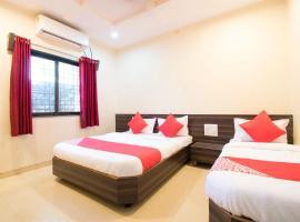 OYO 38702 Hotel Sai Hira, hotel in Shirdi