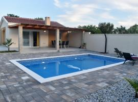 Happy House, hotel near Zadar Airport - ZAD,