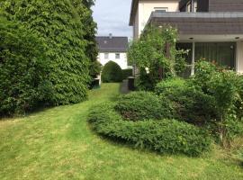 Entire house, quiet city location, garden, parking, budget hotel in Bielefeld
