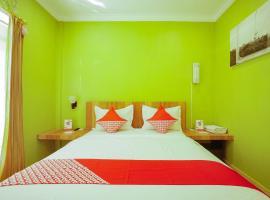 Orange Hotel, hotel in Labuan Bajo