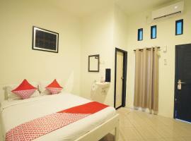 OYO 967 Cajoma Guesthouse, hotel in Labuan Bajo