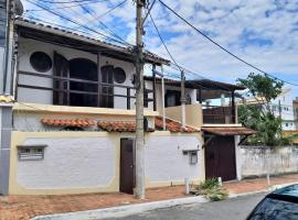 Casa Charmosa com Piscina, hotel with pools in Arraial do Cabo