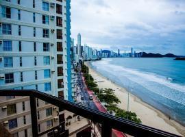 Apto Baln Camboriu frente mar pe na areia deslumbrante vista mar HIGIENIZADO TOTAL para COMVIDA-20, accessible hotel in Balneário Camboriú