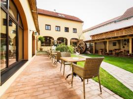 Hotel Selsky Dvur - Bohemian Village Courtyard, hotel near Aqua Park, Prague