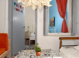 Chameleon Youth Hostel, hostel in Athens