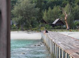 Secret Island Villa, Hotel in Mersing