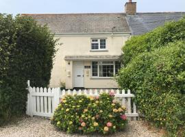 Buller Cottage in Cornwall, hotel with pools in Newquay