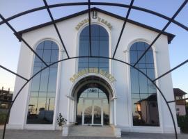 Отель Золотой берег у Рауфа, отель в Гудауте