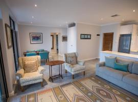 uSHAKA WATERFRONT - PENTHOUSE PLUSH PERFECTION, apartment in Durban
