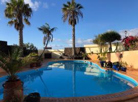 Secret Chill Villa, homestay in Tías