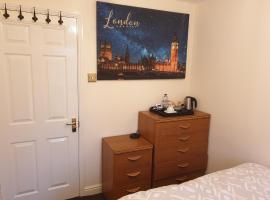 Lovely Room & Private Bathroom in Heart of London, homestay in London