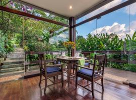 Villa Mulyono 2, pet-friendly hotel in Batu