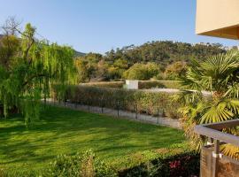 Lumineux trois pièces dans résidence avec piscine, hotel in Mandelieu-la-Napoule