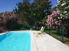 Mas de la Grave, hotel near Splashworld Aqua Park, Althen-des-Paluds