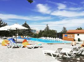 Sun Marina, отель в Генической Горке