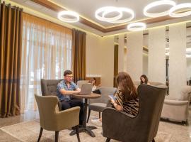 Royal Plus Hotel, hotel in Almaty
