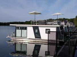 Hausboot Leukermeer Well, spa hotel in Well