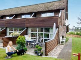 Two-Bedroom Holiday home in Henne 2, overnatningssted i Henne Strand