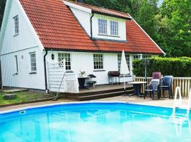 Three-Bedroom Holiday home in Fjällbacka, hotel in Fjällbacka