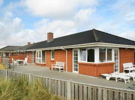Eight-Bedroom Holiday home in Hvide Sande, hotel i Hvide Sande