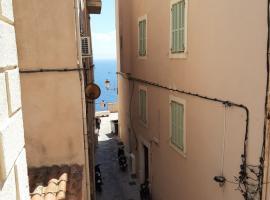 Petit Appart Douillet au Cœur de la Haute-ville, appartement à Bonifacio
