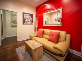 private room in a family apartment 15 minutes to times square!, rum i privatbostad i New York