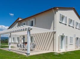 Monsummano Terme Villa Sleeps 13 Pool Air Con WiFi, hotel in Monsummano Terme