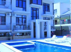 Theo Luxury Apartaments, apartment in Vityazevo