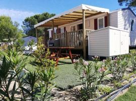 Mobil Home Résidentiel 6/8 personnes en Village Vacances à Canet Plage, hotel with jacuzzis in Canet-en-Roussillon