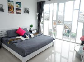 New cozy townhouse great location in Nimman, cheap hotel in Chiang Mai