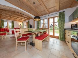 Neuerbaute Ferienhaushälfte 4erspitzblick, hotel in Mittenwald