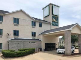 Quality Inn & Suites Roanoke - Fort Worth North, hotel in Roanoke