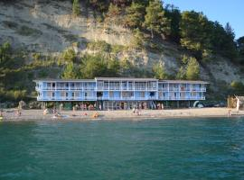 Captain Black Hotel, отель в Пицунде