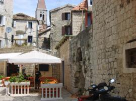 Rooms Roso, hotel in Trogir