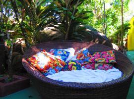 Acqua Root's Adventure Hostel, budget hotel in Abraão
