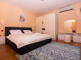Roma Trogir, self catering accommodation in Trogir