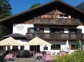Landhotel Lärchenhügel, hotel near Kolbensattelbahn, Oberammergau