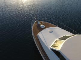 Jack & Russel, boat in Àrbatax