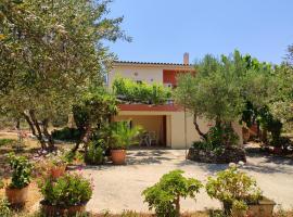 Cretan Rural Stay in Olive Grove Cottage, hotel in Perivólia