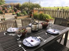 Beachside Apartment - beach front!, hotel in Hokitika