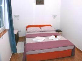 Apartments Panonija, pet-friendly hotel in Novalja