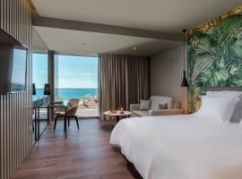 Deluxe Suites at Gardens, hotel cerca de Forum Madeira Shopping Centre, Funchal