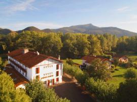 Hotel Pyrenées Atlantique, hôtel à Saint-Pée-sur-Nivelle près de: Le Train de La Rhune